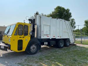 2006 CCC LET2-46 - Refuse Truck
