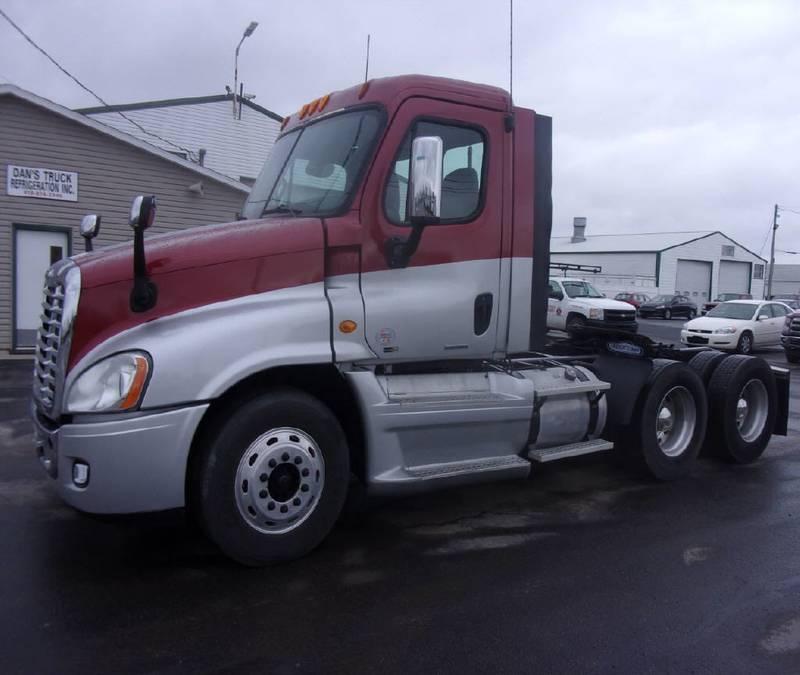 2012 Freightliner Cascadia Semi Truck
