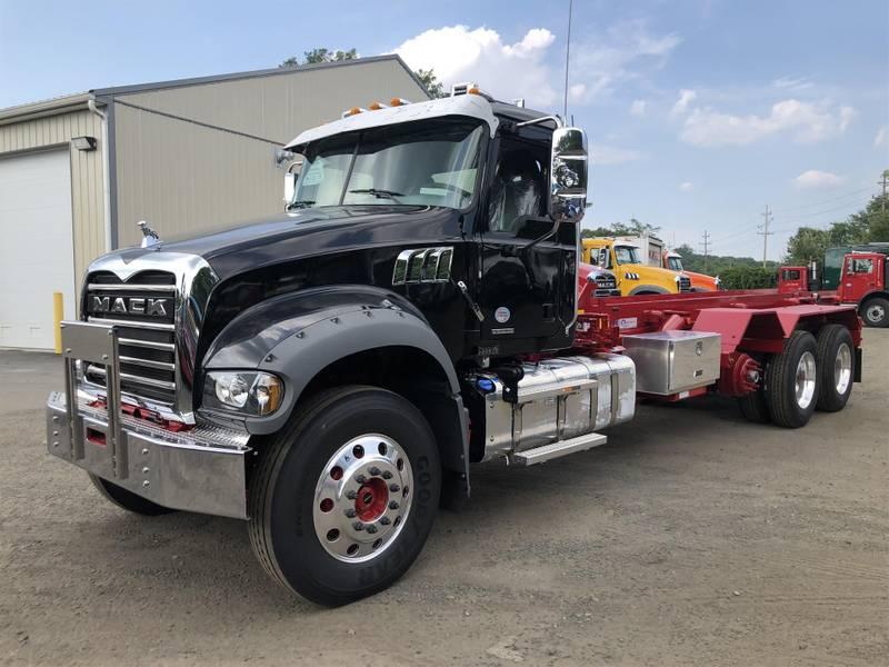 2020 Mack GR64F Roll-Off