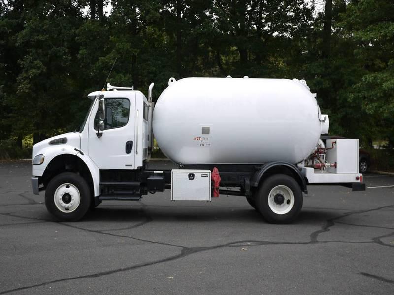 2007 Freightliner M2-106== Tanker