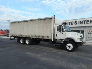 2005 International 7600 - Curtainside