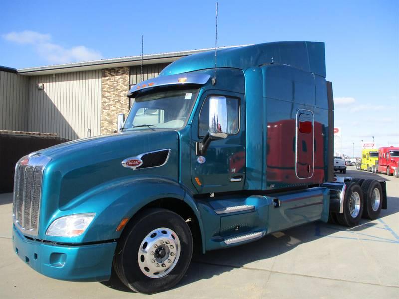 2020 Peterbilt 579 Sleeper Truck