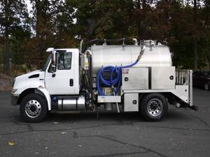 2018 International 4300= - Tanker