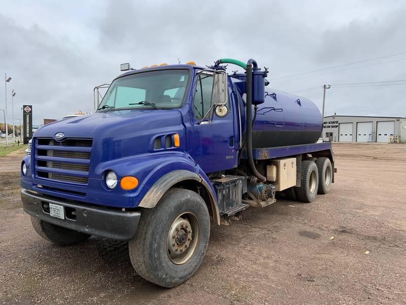 2000 Sterling LT7501 Vacuum Truck