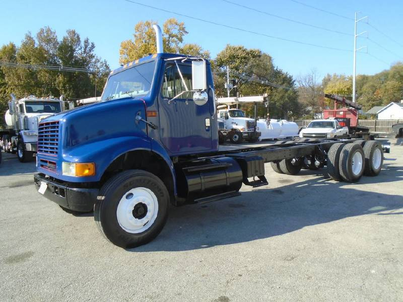 2000 International 8100 Cab & Chassis