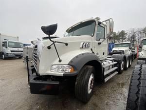 2017 Mack GU813 - Dump Truck