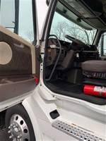 2016 Volvo VNL64T780 - Sleeper Truck