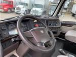 2013 Volvo VNM42T - Day Cab