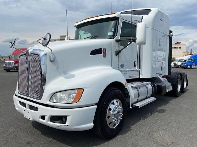 2015 Kenworth T660 Semi Truck