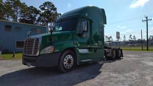 2013 Freightliner CA12564SLP - CA - Sleeper Truck
