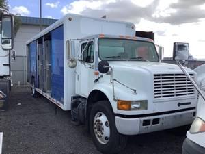2001 International 4900 - Beverage Truck