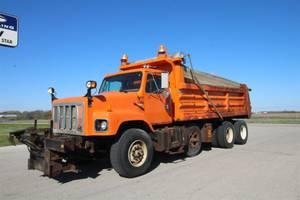 2001 International Navistar 2674 - Dump Truck