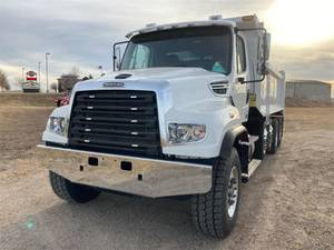 2022 Freightliner 114SD - Day Cab