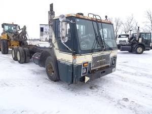 2001 Mack le613 - Cab & Chassis