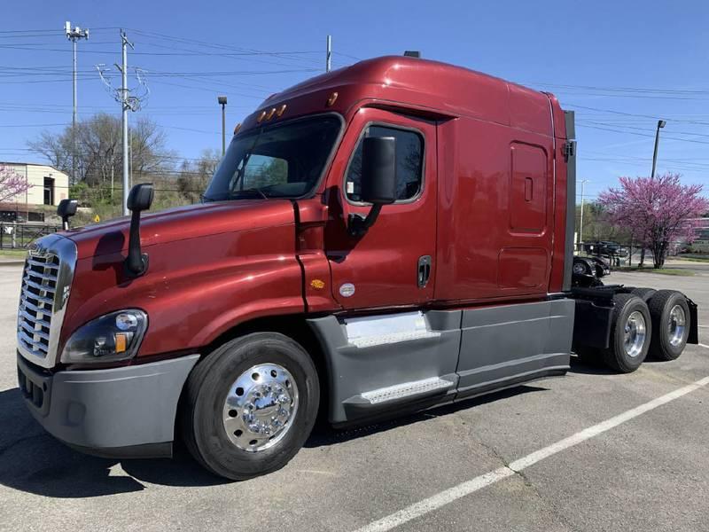 2017 Freightliner Cascadia Semi Truck