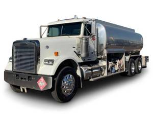 2010 Freightliner Classic - Fuel / Lube Truck