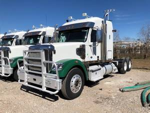 2016 Freightliner CD122SD - Sleeper Truck