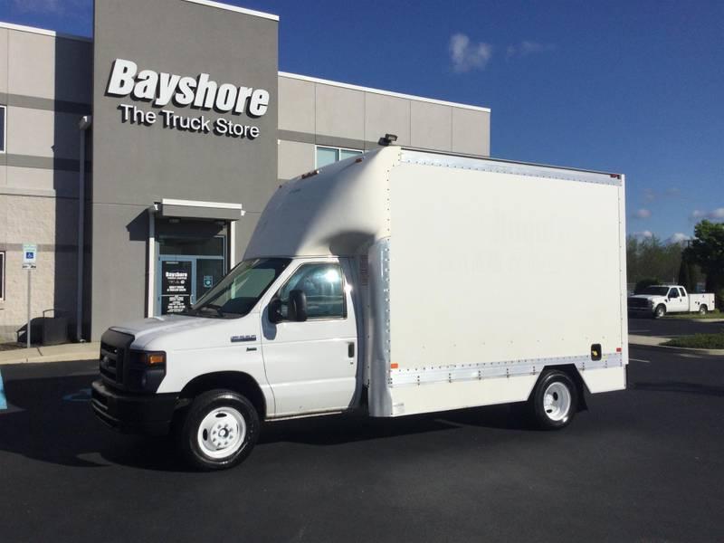2015 Ford E350 CUTAWAY Box Truck