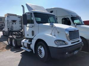 2007 Freightliner CL120 - Day Cab
