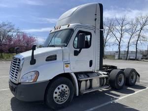 2016 Freightliner Cascadia CA113 - Semi Truck
