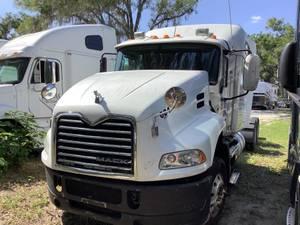 2012 Mack CXU-613 - Sleeper Truck