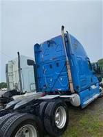 2011 Freightliner CASCADIA - Sleeper Truck