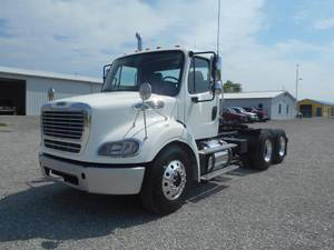 2015 Freightliner M2 112 - Day Cab
