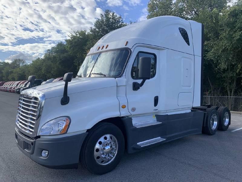 2016 Freightliner Cascadia Semi Truck