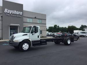 2006 International 4000 SERIES - Cab & Chassis