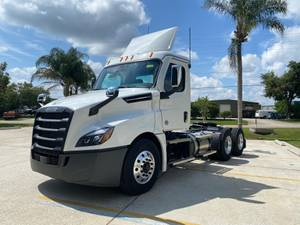 2022 Freightliner Cascadia - Sleeper Truck