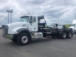 2020 Mack GU813 M755 - Roll-Off