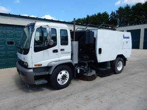 2009 GMC T-7500 - Sweeper