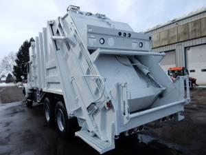 25yd. PakMor 325 - Refuse Truck
