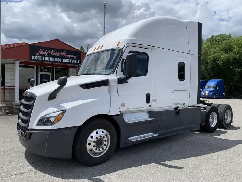 2019 Freightliner Cascadia CA126 Semi Truck