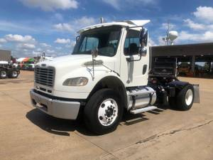 2013 Freightliner M2 106 - Day Cab