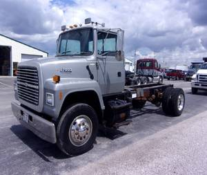 1993 Ford L7000 - Cab & Chassis