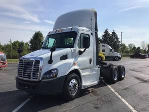 2015 Freightliner CA113DC - Day Cab