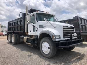 2011 Mack GU713 - Dump Truck