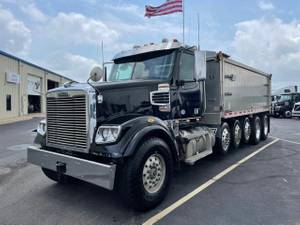 2020 Freightliner FLD122SD - Day Cab