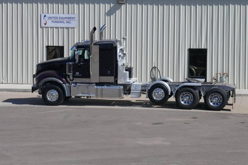2017 Mack TD713 Titan Sleeper Truck