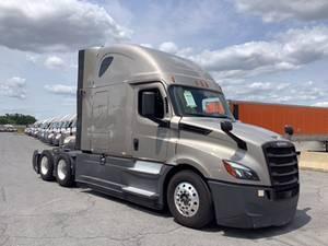 2020 Freightliner P4 CASCADIA - Sleeper Truck