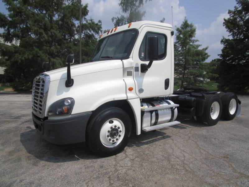2015 Freightliner Cascadia T/A Daycab Semi Truck