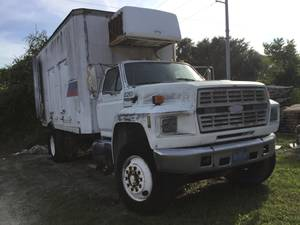 1993 Ford F800 - Day Cab